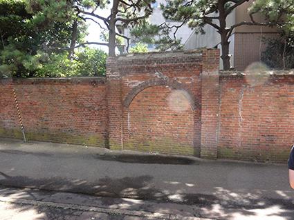 イカヤの煉瓦塀.jpg